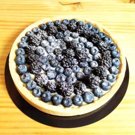 Tarta de mora de zarza eco y arándanos eco con crema pastelera de vainilla