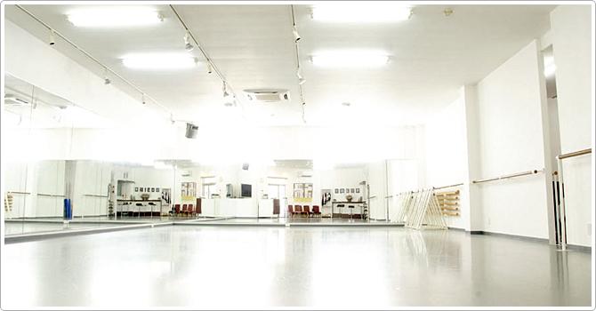 神奈川県の広いダンススタジオ