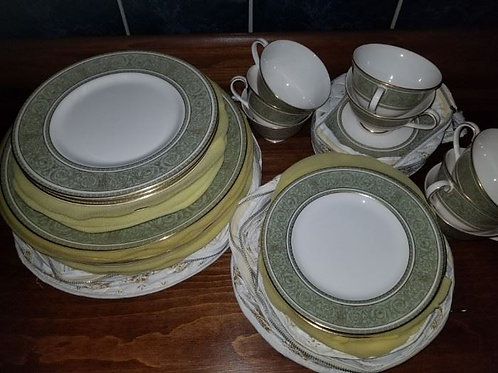 Royal Doulton English Renaissance, Service for 8 VG condition