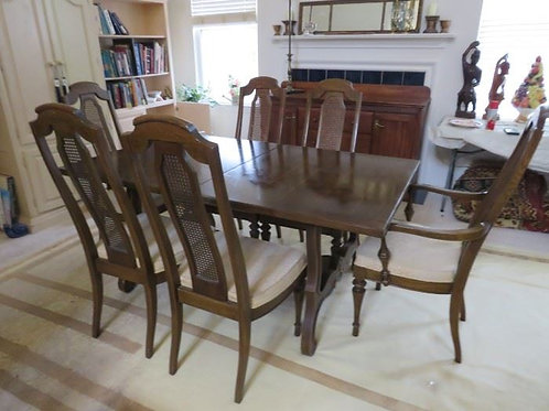 Dining room table, 6 chairs, 2 additional leaves and pads, VG condition