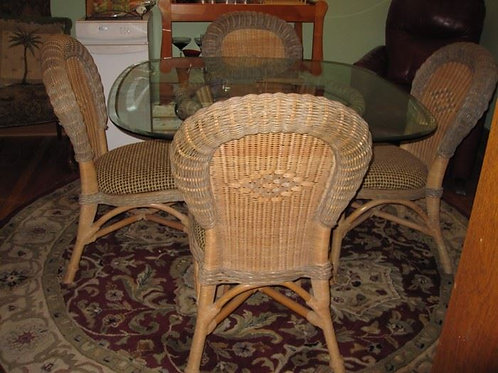 """Glass top Rattan dining room table or 3 seasons porch, 40"""" across, excellent con"""