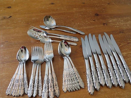 Oneida stainless steel Flatware service for 8 excellent condition