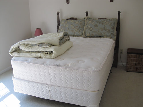 Queen Bed & Frame Excellent condition