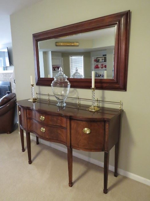 Fabulous Thomasville sideboard excellent condition, 66 x 3' tall