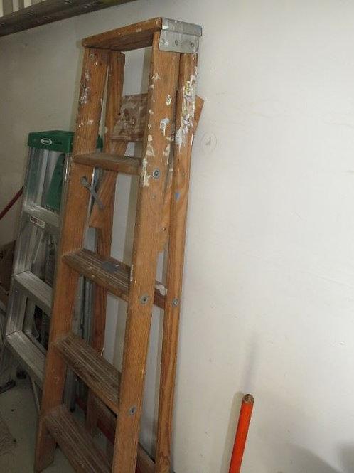 4 step wood ladder