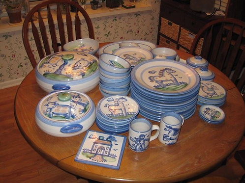 Large collection of Mary Hadley, plates show average wear, casseroles excellent
