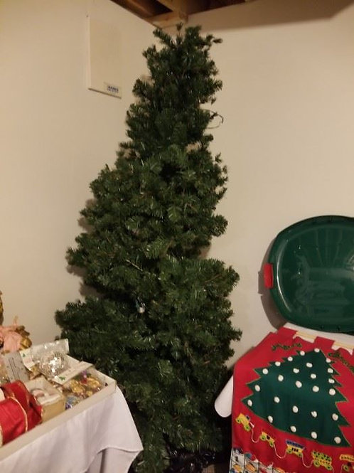 8' prelit Christmas Tree VG condition