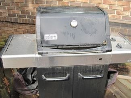 Weber grill, good condition, but needs cleaning
