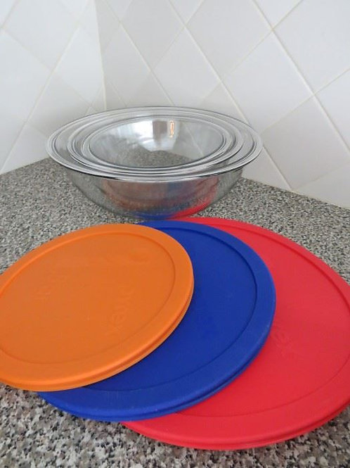 Pyrex 3 piece covered mixing bowls