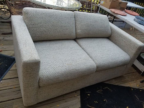 Selig loveseat VG condition