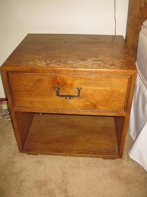 Henredon side table needs a little care on top vg condition