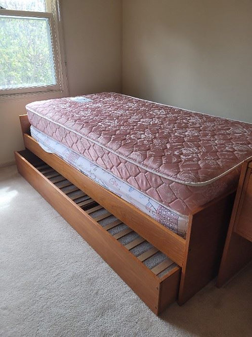 Jesper Teak Trendle Bed