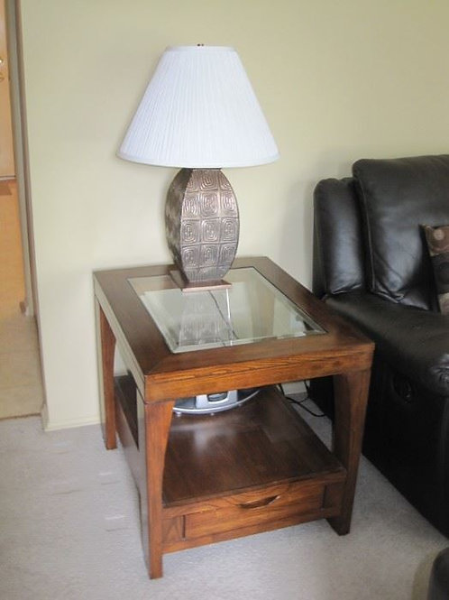 Maple side table excellent condition