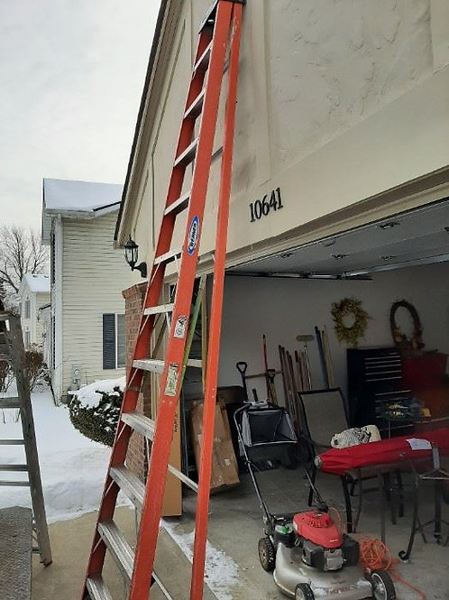 12 Foot Werner Fiberglass Ladder 300lbs Capacity