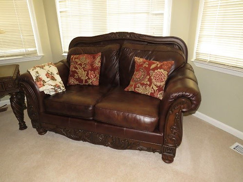 """Leather loveseat Vg condition, 70 w by 38"""" deep"""