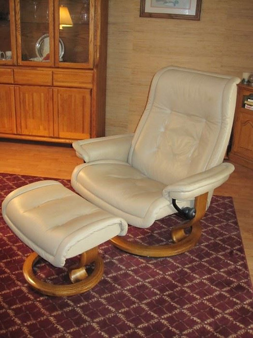 Ekornes Stressless chair and ottoman like new