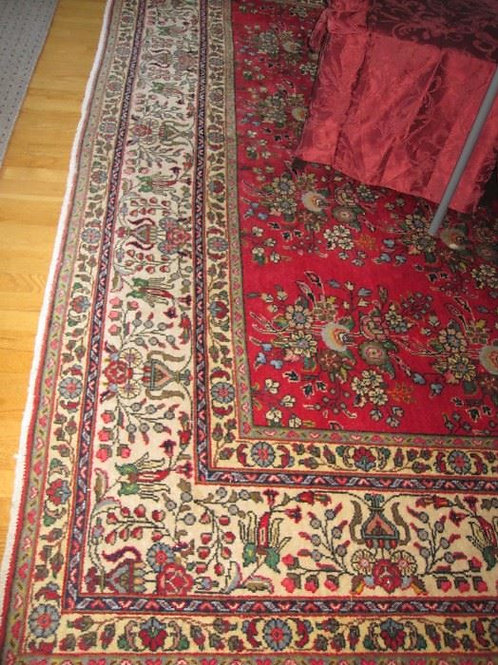 Appr. 10 x 10' rug with beautiful colors and VG condition
