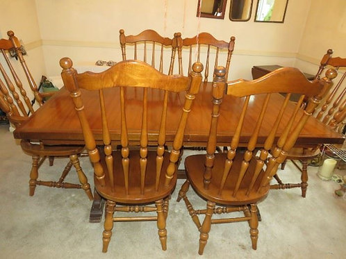Solid Maple dining room table, chairs, two additional leaves and pads, excellent