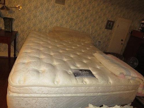 Beauty Rest Queen mattress set like new