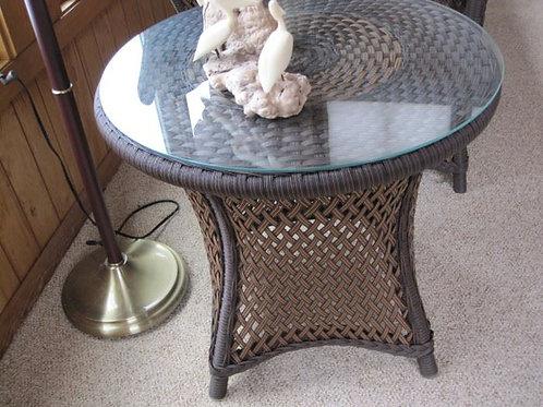 Wicker side table vgc