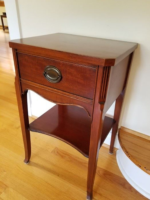 Small Mahogany side table excellent condition 30""