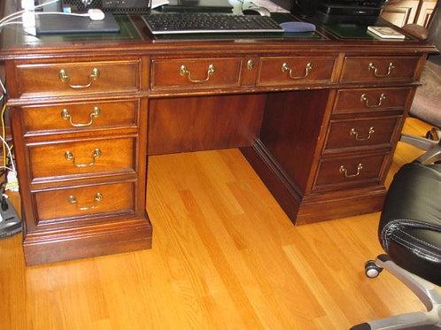 Mahogany executive desk VG condition 5' wide
