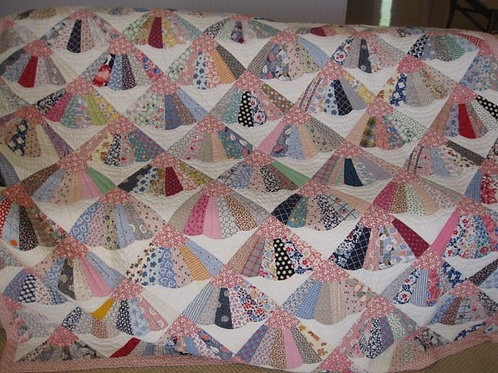 Vintage hand stitched fan quilt VG condition, 80 x 70""