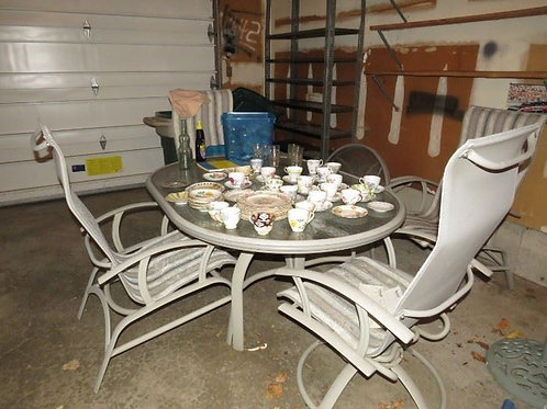 Patio table and chairs, vg condition