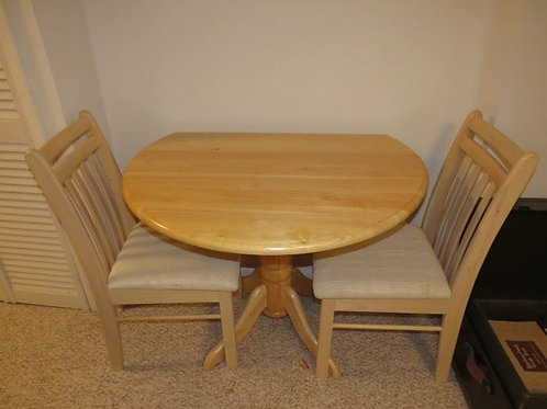 Small dinette table & two chairs