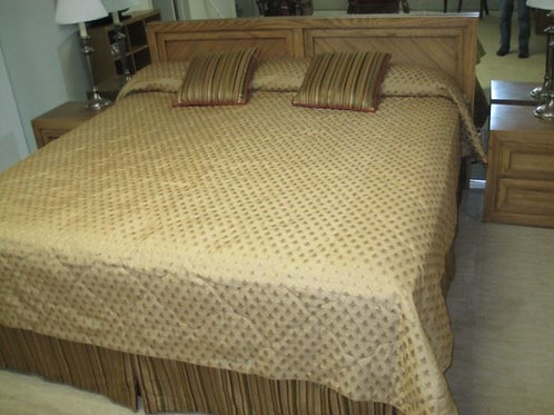 King Bed Thomasville with mattress and box springs vg condition