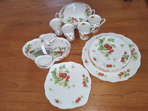 Queens Ware Strawberry Dish Set