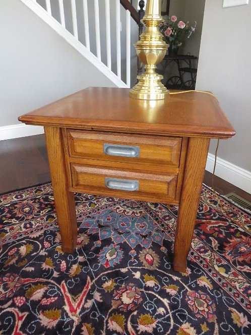 """Oak side table VG condition 26x26x26"""""""
