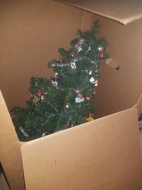 4 ft lighted christmas tree with ornaments