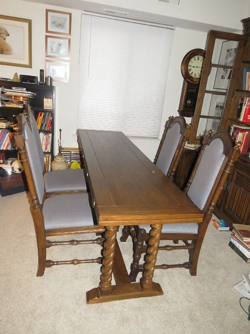 """Ethan Allen Solid Oak Dining Room Table 4 Chairs 20"""" Wide x 70. 40""""Wide x70 open"""