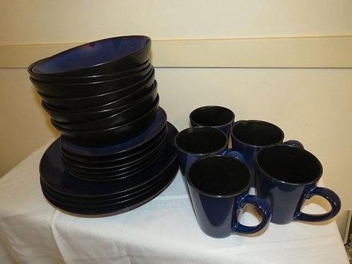 Studio Nova Blue dish set, includes 4 dinner plates +++
