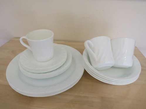 Pyrex 4 place setting - 1 cup