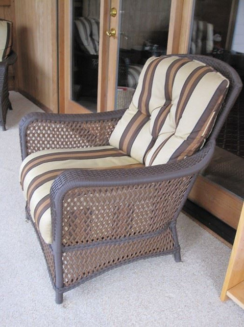 "Wicker chair in VG condition 32"" w and 30"" d"