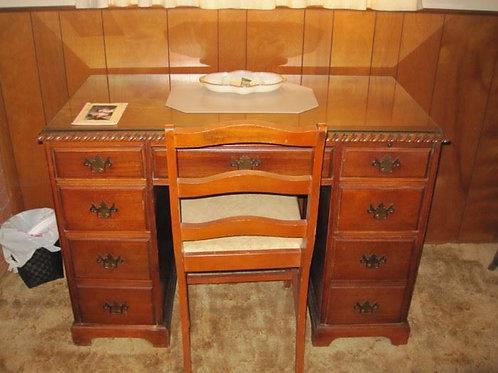 1940s desk, vg condition