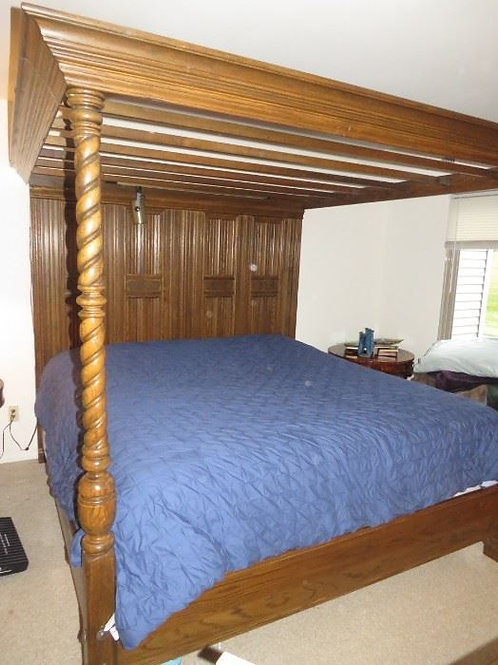 Ethan Allen Solid Oak Royal Charter Collection King bed, VG condition
