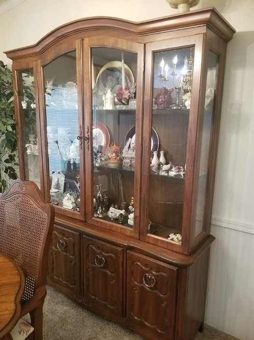 """Bernhardt China cabinet excellent condition 58"""" wide 6 and a 1/2 feet tall"""