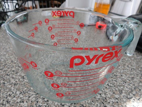 Pyrex 7 cup VG Condition