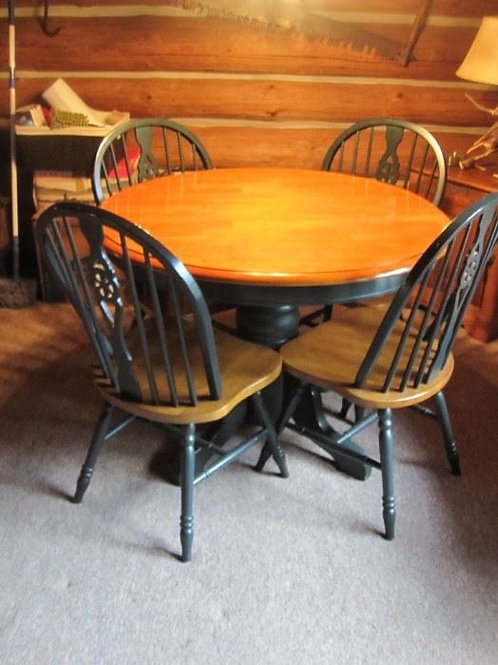 Maple table and 4 chairs vg condition