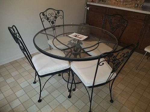 """Woodard table & 4 chairs excellent condition, 41"""" across"""