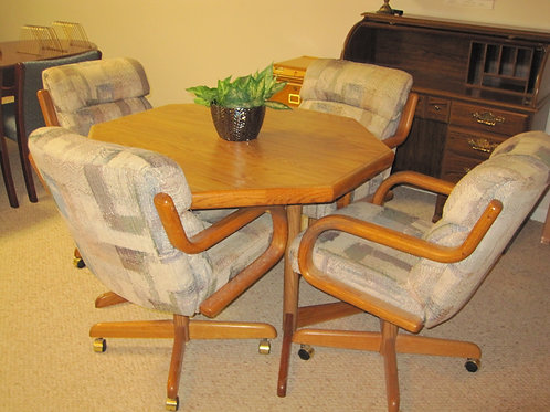 Table & chairs vg condition