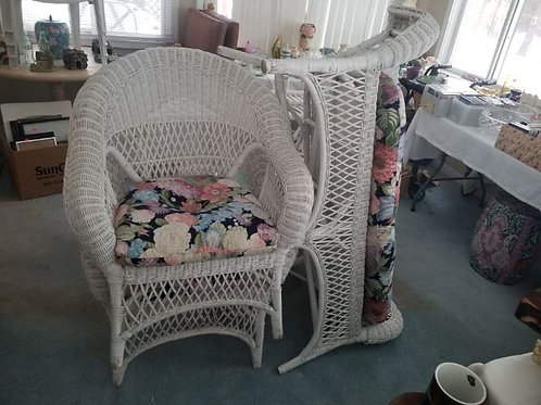 5 piece wicker set in VG cond. 2 chairs, settee, side table and coffee table