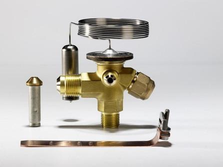 Низкая производительность терморегулирующего вентиля (ТРВ).
