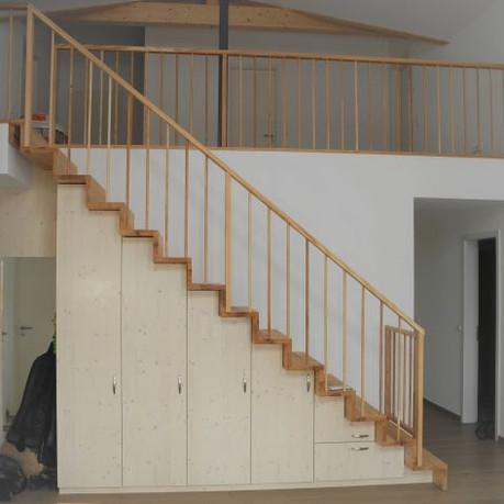 Treppenmöbel web.jpg