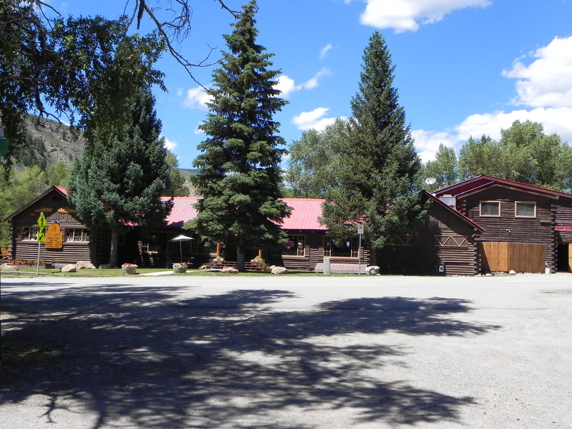 Almont Resort Lodge