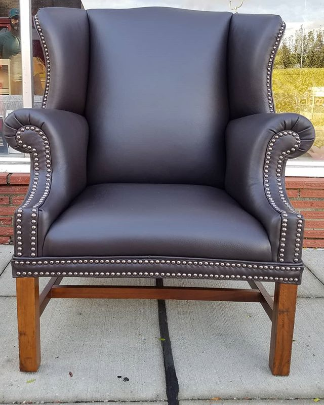 Completed Genuine leather wingback in _g