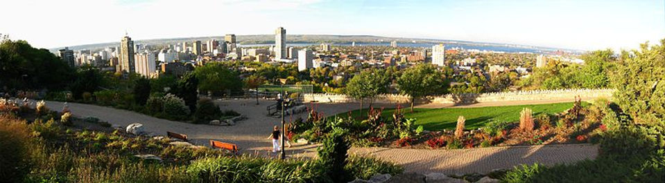 799px-Panoramic_view_of_Hamilton_Ontario